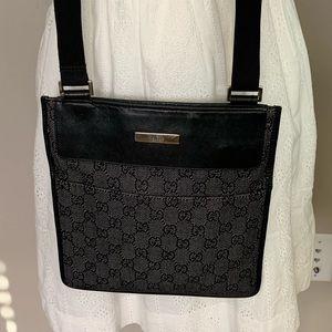 💯 Authentic Vintage Gucci Side Pouch